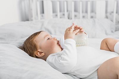 Perchè il neonato non fa la pipì: tutti i consigli utili